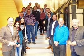 2019.03.06. | Gemeinsame Ausbildung als Start-Martin Nowak (WIFI St.Pölten), Sabine Güntschl (Trainerin), Eva Gonaus (WKNÖ), Anton Brandstetter (Elektro Brandstetter), Leopold Vogl (Metallbau Vogl), Josef Krückl (elektromanagement & construction GmbH), Peter Anzenberger (Glaserei Anzenberger), Dietmar Tremml (Hans Tremml GmbH), Matthias Sumetsberger (Sumetsberger GmbH), Wolfgang Birklbauer (Schloß Thalheim), Franz Puxbaum (Raiffeisen Lagerhaus), Petra Andert (Raiffeisenbank Region St.Pölten), Franz Helm, Pia Kauper (Authaus Kliment), Thomas Sonnleitner (Metallbau Sonnleitner); Tobias Hochgerner (Möbelwerkstätte Hochgerner), Johann Neidhart (Neidhart & Co Gesellschaft mbH), Alexander Fleischl (AF-Rad), Bgm. Hans Hell