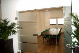 Meetingraum im bürohaus3071-